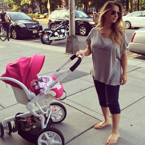 Jessie James Decker S Stroller And Infant Carrier